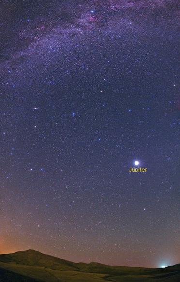 © Babak A. Tafreshi planeta Júpiter no céu. Fonte: cosmonovas.blogspot.com.br