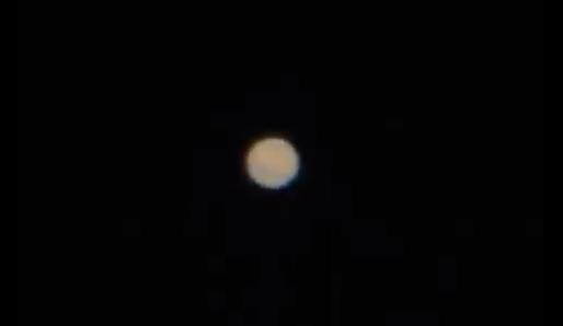Marte visto num Telescópio de 180mm foco 1333mm + ortoscópica de 4mm + 4x de zoom óptico da Cânon A540.