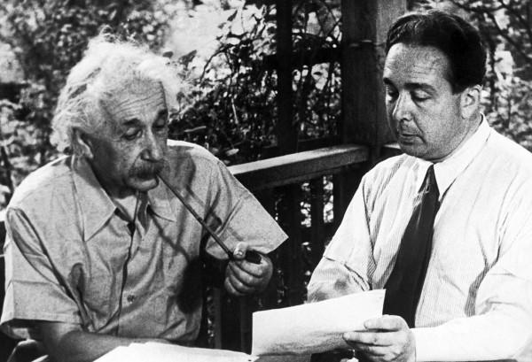 Uma recriação pós-guerra da genesis da carta Einstein-Szilard.