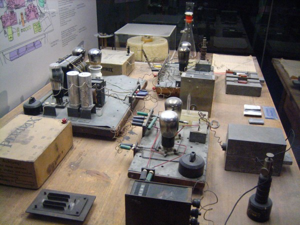 O experimento de Hahn-Meitner-Strassman experiment apparatus, no Deutsches Museum em Munich. Foto de Alex Wellerstein.